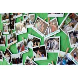 Mur de photos réalisé avec un appareil photo instantané Instax wide 210